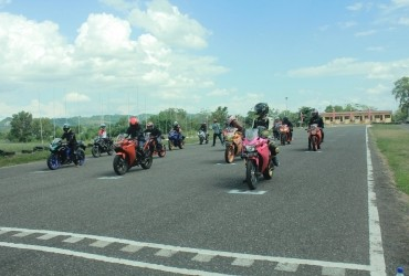 Komunitas CBR 250 Diajak Cicipi Sirkuit Balipat