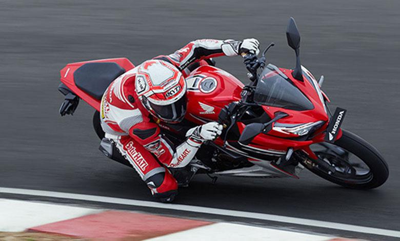 Gaharnya Honda CBR150R Diajak Cornering di Sirkuit