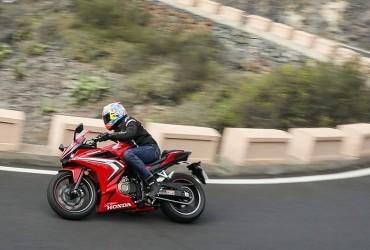 Tampil Dinamis dan Agresif Honda CBR500R