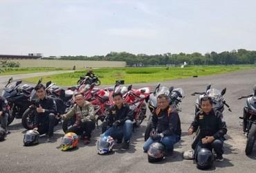 Komunitas CBR Medan Uji Ketagguhan Motor Di atas Lintasan Balap, Seru Bro!