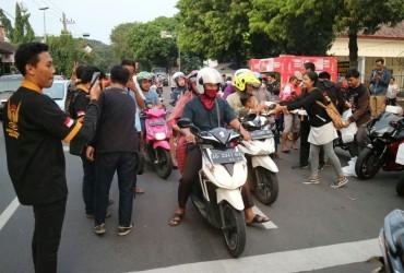 Intip Keseruan Honda CBR 250RR Owner Indonesia Bagi-bagi Takjil di Jalan
