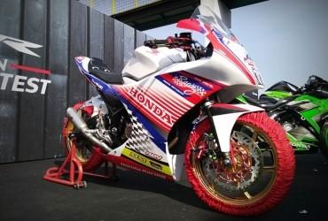Modifikasi Honda CBR150R, Terinspirasi dari Bendera