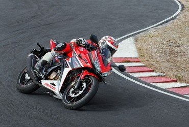 Aksi Honda CBR150R di Lintasan Balap