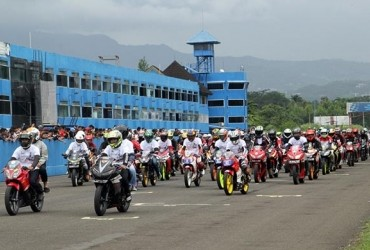 Penghormatan Terakhir Buat Bangky, AHC Keliling Sirkuit Sentul